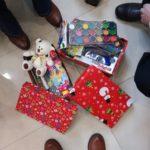 Pakowanie prezentów pod choinkę